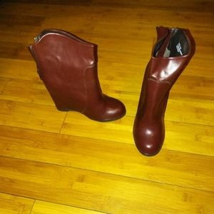 Burgundy Wine Vegan Leather ankle boot wedge sz 10